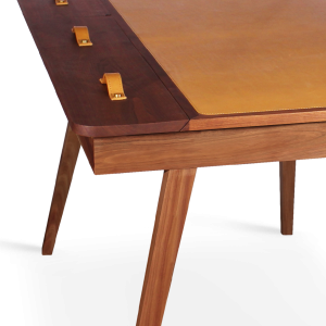 Kipling Desk in a solid walnut wood structure with genuine leather and brass
