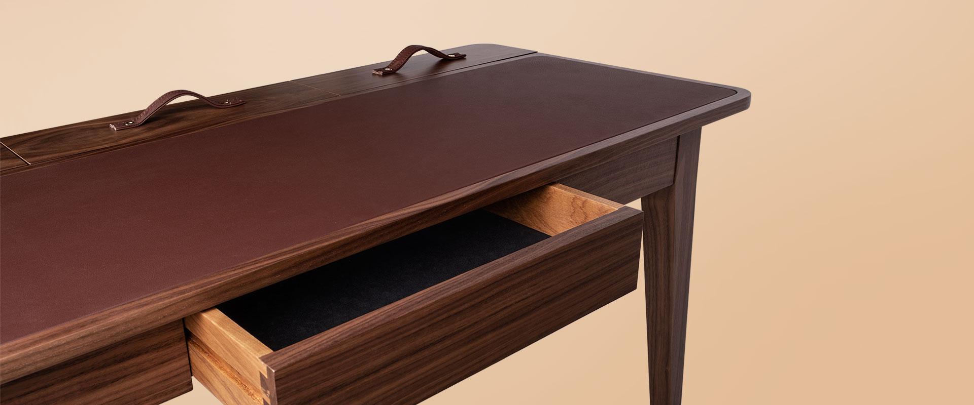 Kipling Desk detail